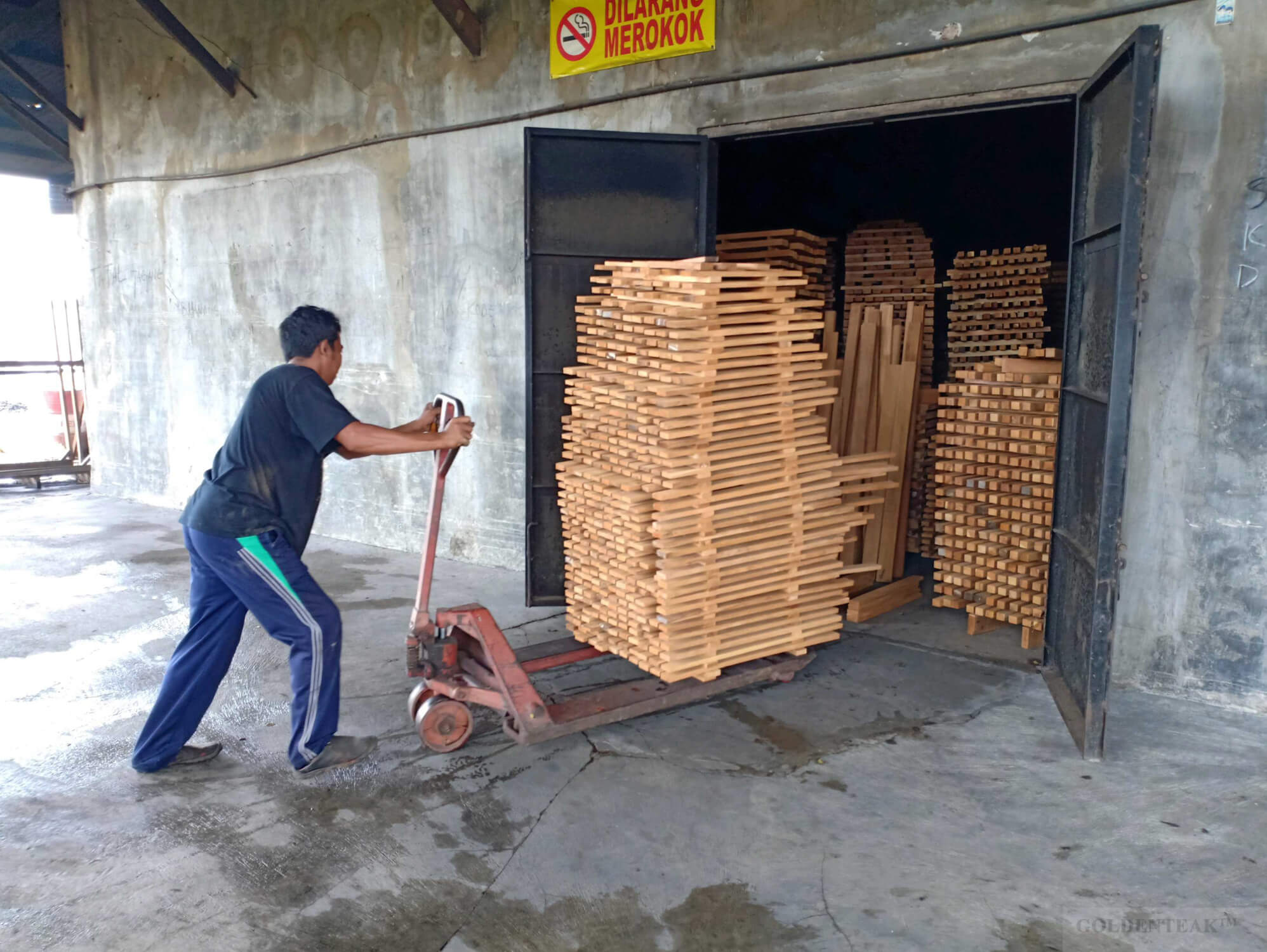 Kiln Drying Teak Wood - Goldenteak